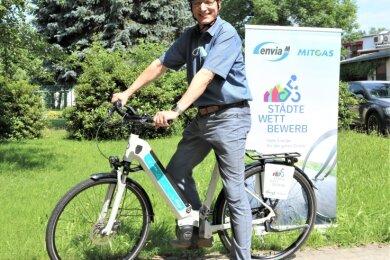 Flöhas Oberbürgermeister Volker Holuscha wird für eine Woche ein E-Bike zur Verfügung gestellt, damit er und seine Verwaltungsmitarbeiter imStädtewettbewerb möglichst viele Kilometer abspulen.