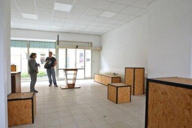 Die Box an der Weinkellerstraße steht schon Monate leer. Finanziert wird das Projekt über Steuermittel aus dem Landkreis Zwickau.