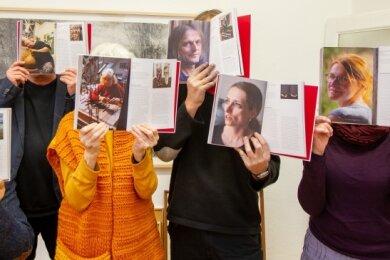 Ihr Buch über Künstler: Peter Luban, Andreas Leonhard, Elke Wolf, Andreas Rudloff, Karen Schramke, Anke Rudloff (von links).