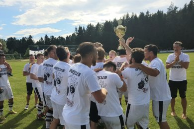 Die Fußballer des SC Syrau haben den Sternquell-Vogtlandpokal gewonnen.