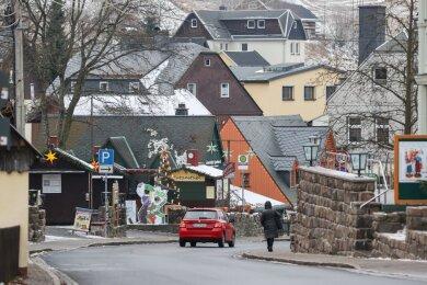 Leere Straßen in Seiffen. Der sonst in der Weihnachtszeit bei Touristen so beliebte Ort wirkt derzeit fast menschenleer.