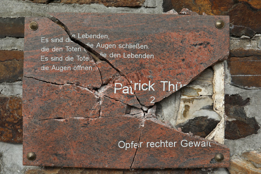 Unbekannte zerschlagen Gedenktafel von getötetem Patrick Thürmer