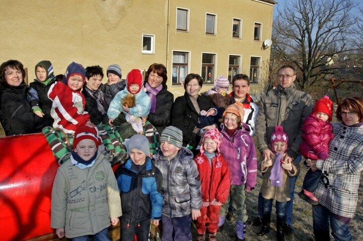 """<p class=""""artikelinhalt"""">Ungewisse Zukunft für die 20 Kinder der Kindertagesstätte Lobsdorf. Sie muss wegen Einsturzgefahr geschlossen werden. Träger und Eltern suchen händeringend nach einem Ausweichquartier.</p>"""