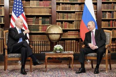 """""""Wie würden Sie sich fühlen, wenn ein Hackerangriff eine Ihrer Pipelines stilllegt?"""" Diese Frage stellte US-Präsident Joe Biden (links) nach eigenen Angaben seinem Amtskollegen Wladimir Putin in Genf."""