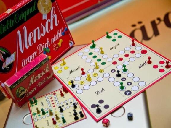 Zwei «Mensch ärgere Dich nicht» Spiele von Schmidt Spiele GmbH.
