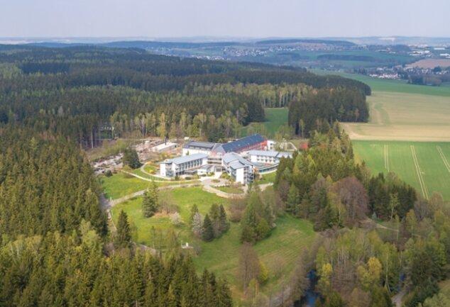 Atemwegs- und Hauterkrankungen wurden seit 1994 in der BG-Klinik im Falkensteiner Ortsteil Dorfstadt behandelt. 1999 konnte der Erweiterungsbau eingeweiht werden. Zum 30. Juni schließt die Klinik.