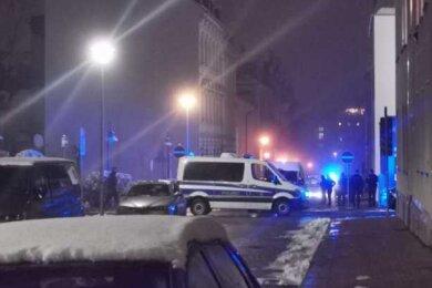 """Nach einer Versammlung der sogenannten """"Querdenker""""-Bewegung in Plauen wurden Teilnehmer in insgesamt acht Fahrzeugen von der Polizei festgestellt. Sie erhielten Anzeigen."""