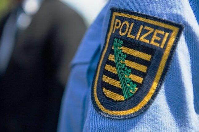 Falsche Polizeibeamte rauben 20-Jährigen aus