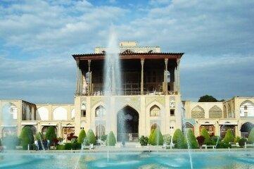 Der Khak-e Ali Qapu (Die hohe Pforte) gehört zum Palast von Schah Abbas I. von Persien.