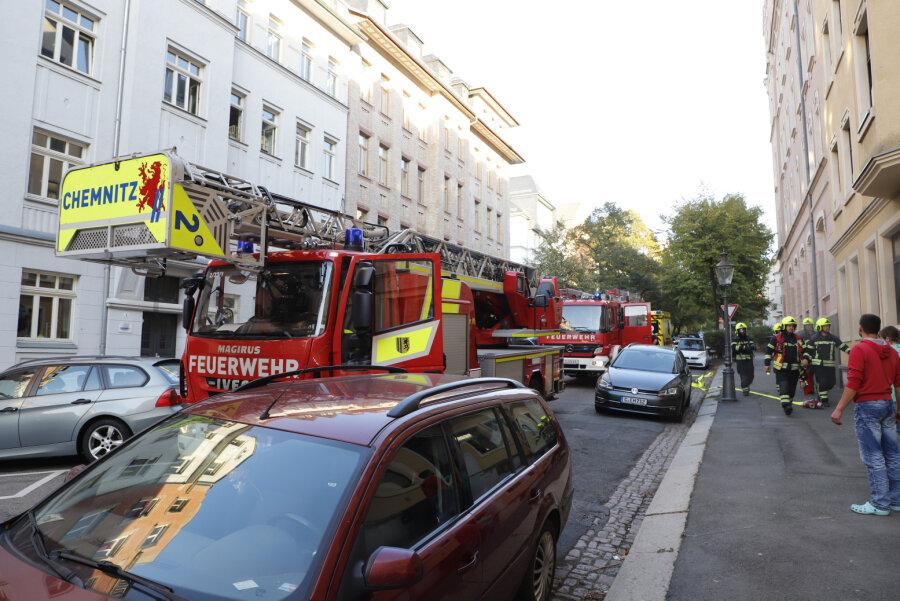 Feuerwehr rückt zu Wohnungsbrand auf dem Sonnenberg aus