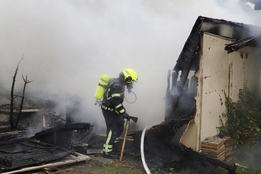 Ein Gartenhaus ist am Dienstagnachmittag in Chemnitz in Brand geraten.