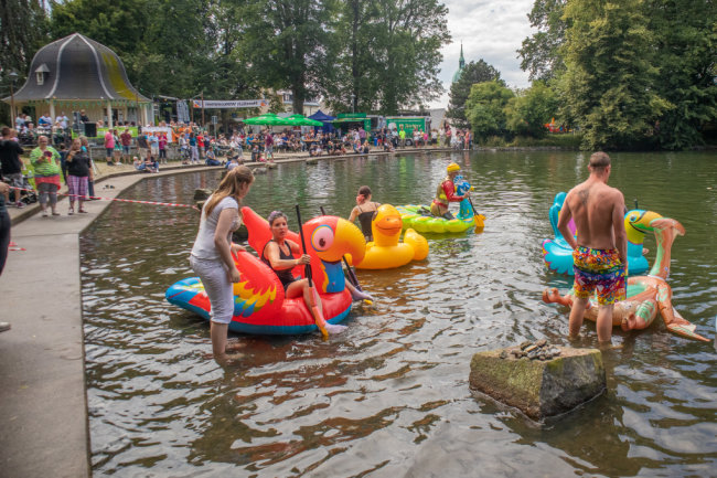 """Neun Teilnehmer wagten sich """"Mit dor Ant übern Teich""""..."""