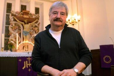 Pfarrer Rainer Vorwergk - hier in seiner Paul-Gerhardt-Kirche in Schnarrtanne - geht zum Jahresende in den Ruhestand.