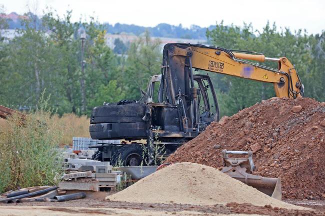 Bei dem Anschlag auf dem Baugelände der JVA in Zwickau wurde auch ein Bagger zerstört.