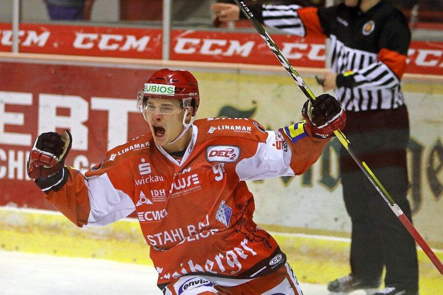 Patrick Klöpper geht auch in der kommenden Saison für die Eispiraten auf Torejagd.