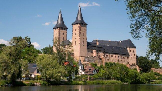 Hoch über der Mulde thront das Rochlitzer Schloss. Die mittelalterliche Burganlage wurde 995 erstmals urkundlich erwähnt. Für viele ist das die Geburtsstunde einer 1025-jährigen Stadtgeschichte.