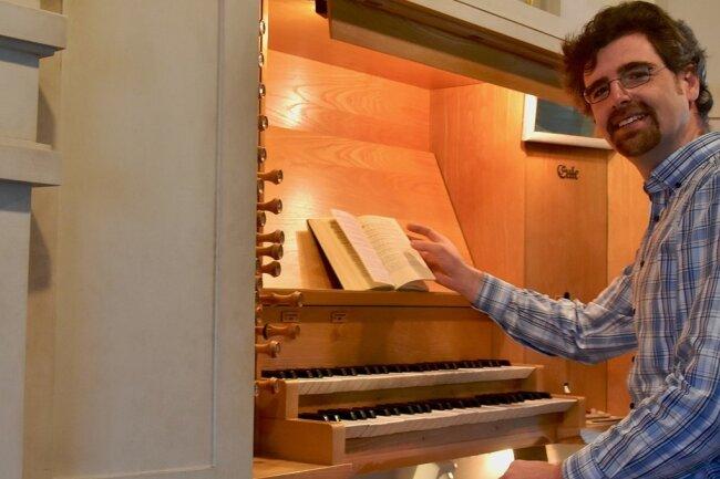 Kantor Johannes Baldauf plant für Karfreitag eine Passionsandacht in der Limbacher Stadtkirche. Der musikalische Gottesdienst kann besucht werden, wird aber auch live ins Internet übertragen.