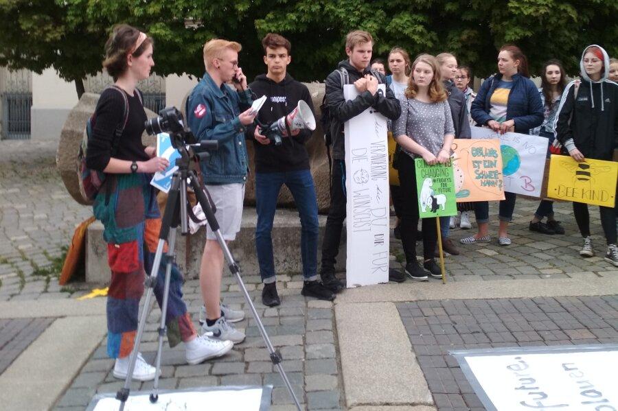 Theaterplatz: Dritte Demo von Schülern