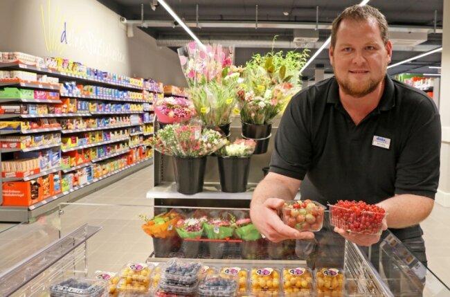 Marktleiter Michael Ludwig an seinem neuen Arbeitsplatz. Nach Plus (1997 bis 2003) und Penny (2003 bis 2020) lädt an der Crimmitschauer Straße 90 in Weißenborn jetzt Diska zum Einkauf ein.