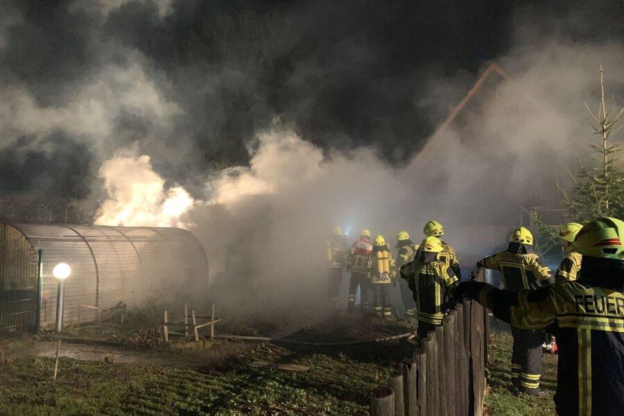 Brand auf Vierseitenhof - Feuerwehr rettet Tiere