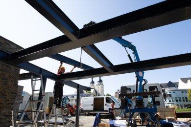 Das Stahlgerippe ist bereits im Bau, bis Frühjahr soll das komplette Eingangsgebäude am Luftschutzmuseum fertig sein.