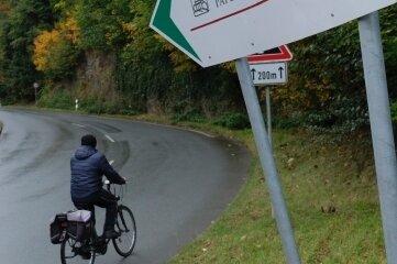 Haben Radfahrer vor der Papierfabrik bei Greiz künftig die Straße für sich oder zumindest Vorfahrt?