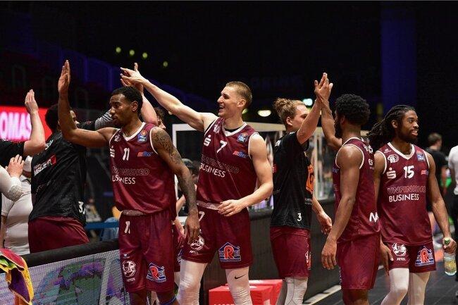 Grund zum Jubeln bei den Niners Chemnitz: Nach dem sportlich erreichten Klassenerhalt in der BBL hat die Liga nun auch die Lizenz für die kommende Saison erteilt - ohne Auflagen.