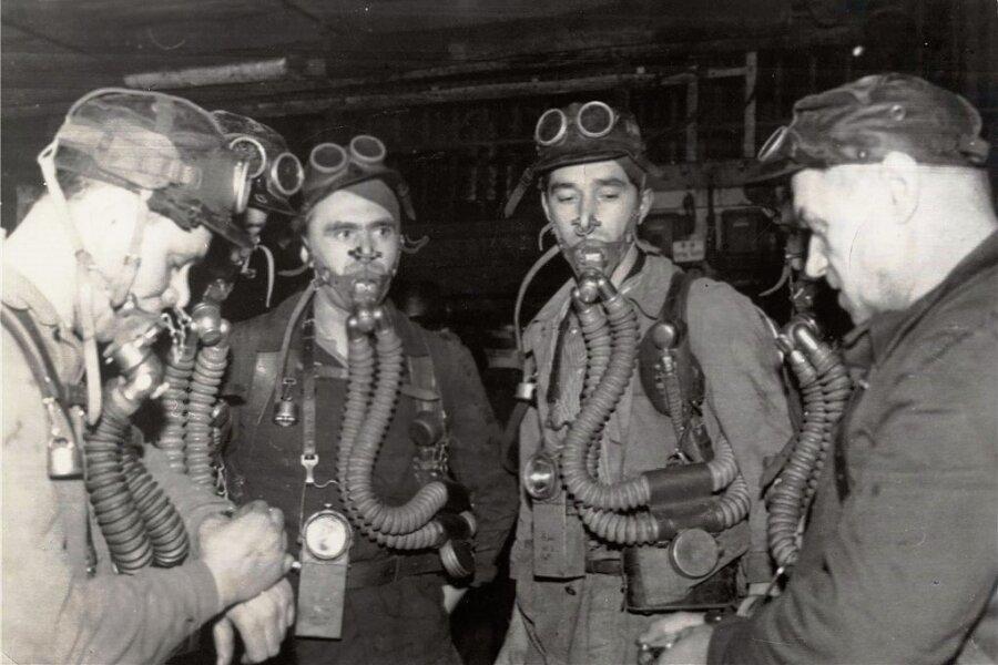 Rettungskräfte suchen nach Überlebenden beim Grubenunglück in Zwickau.