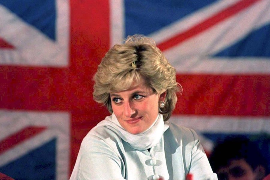 Prinzessin Diana 1996 vor der britischen Fahne in Pakistan.
