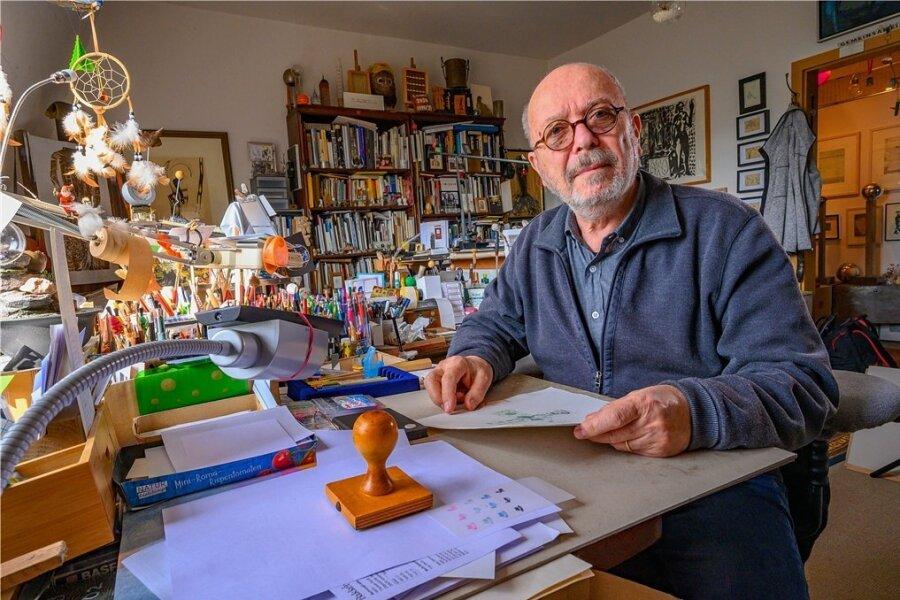 Grafiker Thomas Ranft in seinem Atelier in Dittersdorf bei Chemnitz - er bereitet eine Ausstellung zu Joseph Beuys vor.