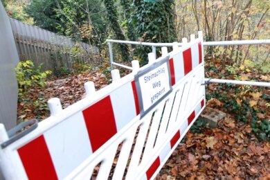 Der Zugang zum Loreley-Wanderweg in Jocketa bleibt weiterhin gesperrt. Vor Sicherungsarbeiten ist eine weitere Erkundung nötig.