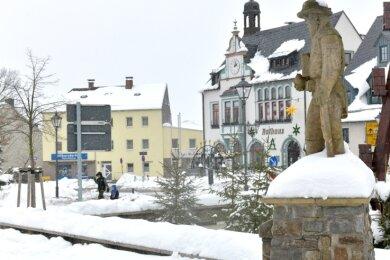 Welcher der drei OB-Kandidaten zieht demnächst in das Rathaus am Marktplatz in Brand-Erbisdorf ein?