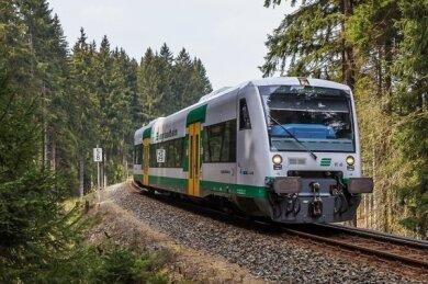 """Wegen des Sturmtiefs""""Kirsten""""fahren am Mittwoch die Züge der Vogtlandbahn mit verminderter Geschwindigkeit"""