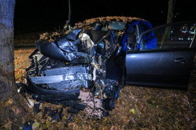 Bei dem Aufprall wurde das Fahrzeug schwer beschädigt.