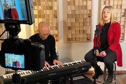 """Andreas Pabst und Julia Tschler nahmen den Song """"Wann?"""" auf."""