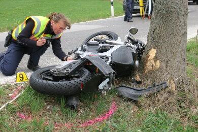 Der Biker verstarb am Unfallort.