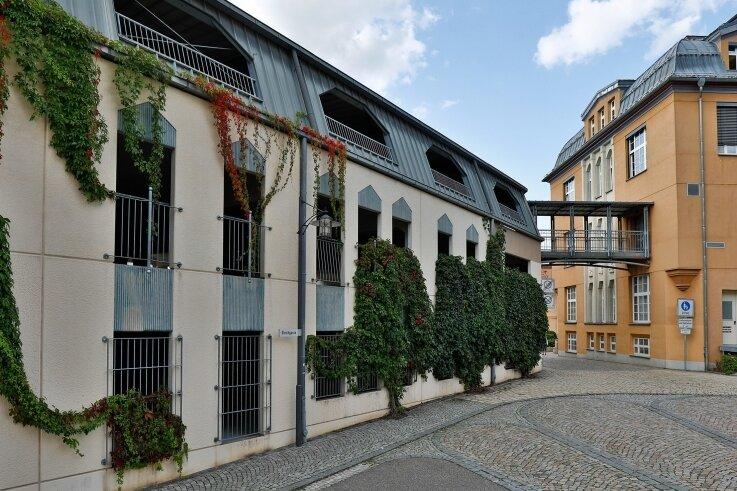 Im Parkhaus an der Hartensteiner Straße in Lichtenstein prügelte der betrunkene Angeklagte aus Oelsnitz auf seine Opfer ein.