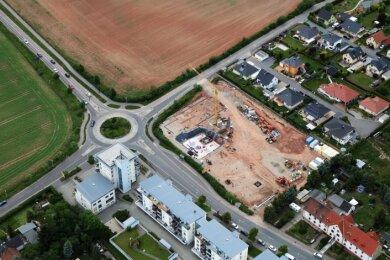 Der Bau wächst rasant. Vor etwa einem Monat sah man zunächst nur die Grundmauern.