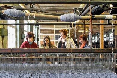 Bei Führungen, für die eine Voranmeldung empfohlen wird, laufen die Maschinen in der Crimmitschauer Tuchfabrik noch immer.