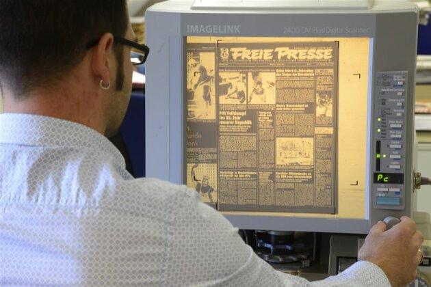 Recherche via Mikrofiche - an solchen Lesegeräten kann man in alten Ausgaben stöbern.
