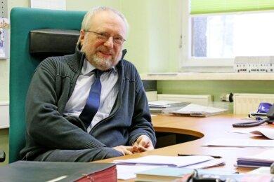 Zwickaus Kulturamtsleiter Michael Löffler sitzt seit Anfang Januar wieder an seinem Schreibtisch. Zuvor war er wegen Covid-19 drei Monate krankgeschrieben - so lange wie nie zuvor in seinem Leben.