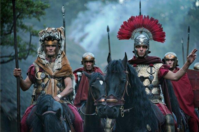Die spinnen, die Römer: Mit dem Aufzug haben Cäsars Legionen keine Chance gegen die Germanen im Teutoburger Wald.