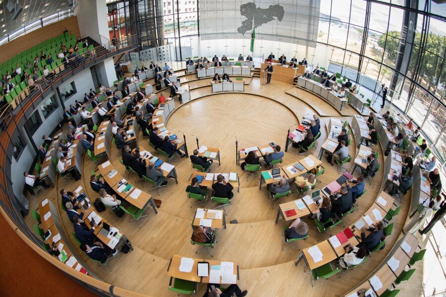 Rund 2000 Euro extra pro Monat: Sachsens Landtagsabgeordnete erhalten mehr Geld fürs Personal