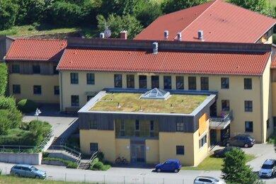 """Im Pflegeheim """"Haus Elisabeth"""" im Langenbernsdorfer Ortsteil Trünzig sind mehrere Bewohner infiziert."""