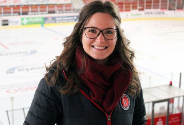 """Julia Pehling verstärkt als Projektleiterin die Eispiraten-Geschäftsstelle. """"Ich freue mich auf die Herausforderung."""""""
