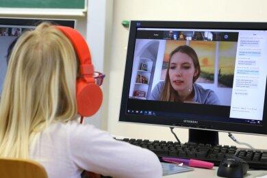 Die Kinder, die das Angebot der Notbetreuung in der Lindenschule nutzen, nehmen ebenfalls am Online-Unterricht teil.
