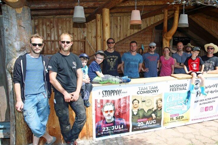 """Frank und Stephan Drese (von links) freuen sich mit ihren Mitstreitern vom Verein """"Freiraum Kultur"""" auf das Sommerprogramm."""