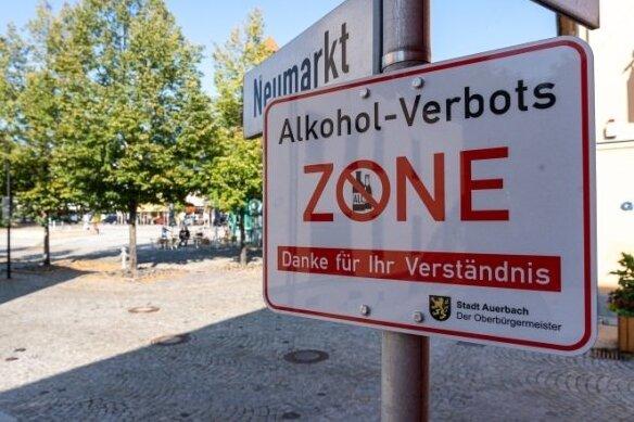 """Der Stadtrat von Auerbach hat bei seiner Sitzung am Montagabend eine neue Alkoholverbotszone beschlossen. Sie befindet sich im Bereich der """"Nettotreppe"""". Nicht mehr in der Verbotszone enthalten ist der abgebildete Bereich des Neumarkts."""