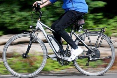 Crimmitschaus Oberbürgermeister André Raphael (CDU) denkt über die Anschaffung von Fahrrädern mit einem Elektroantrieb nach.
