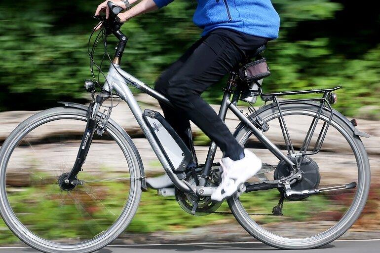 Radfahrer bei Unfall in Meerane schwer verletzt